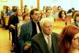 V druhé řadě zleva Miloš Hájek (chirurg), v třetí řadě zleva Sergej Skorvid (ruský bohemista a překladatel), v publiku vysokoškolské pedagožky Danuše Oganesjanová, Jelena Tregubová a Šárka Belisová