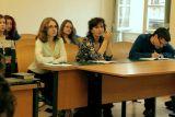 V první řadě zleva Eva Vrabcová (studentka bohemistiky), Zuzana Šťastná (překladatelka a vysokoškolská pedagožka), Petr Šrámek (bohemista a editor)