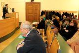 Za řečnickým pultem Stanislav Rubáš (ředitel Ústavu translatologie), v publiku zleva Jan Zelenka (redaktor Zábranových překladů), Eva Kalivodová (hlavní organizátorka konference), Miriam Friedová (děkanka FF UK v Praze), ve druhé řadě překladatelé Kateřina Vinšová, Anežka Charvátová a Viktor Janiš