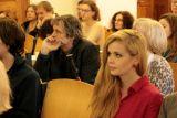 V druhé řadě uprostřed Jiří Josek (překladatel a nakladatelský redaktor) a nalevo od něj Jarmila Emmerová (překladatelka a vysokoškolská pedagožka)