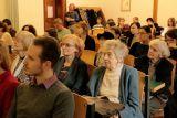 V druhé řadě zprava Eva Masnerová (překladatelka a nakladatelská redaktorka), třetí zprava Jarmila Emmerová (překladatelka a vysokoškolská pedagožka), v třetí řadě zprava Olga Hostovská (překladatelka a nakladatelská redaktorka)
